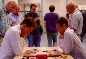 Wouter Sipma (links) in actie in de eerste ronde tegen Alexander Georgiev (rechts)